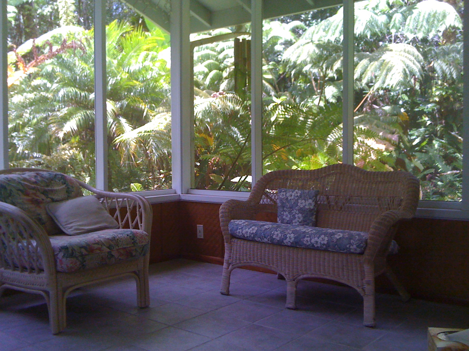 Beautiful sun room, Pahoa hawaii. Photo credit Erika Ginnis inbreath.com/housecleansing.htm